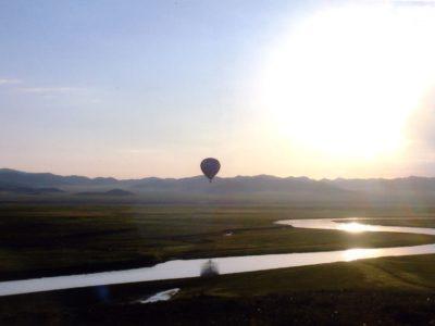 熱気球とトーラ川